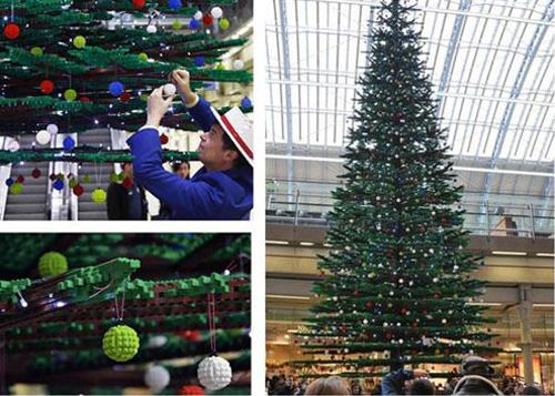 圣诞树内置40000个小灯,夜晚能发出绿色的光.